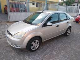 Fiesta sedan ano 2005 $14.500