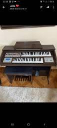 Órgão semi novo