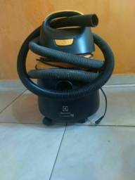 Vendo aspirador Electrolux novo 250$