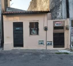 Casa no Montese, na rua Pacatuba nº 154, Casa de 1 quarto, Só 1 caução