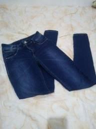 Calça jeans semi nova por apenas 40,00 reais