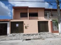 Casa com dois pavimentos, excelente p/ Comércio ou Residência, med. aproximadamente 400m²