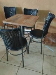 Banquetas, mesas sob medida, bistrôs e muito mais para você e sua empresa