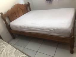 Vendo o estrado da cama 100 % madeira com colchão