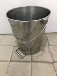 Balde de aço inox 25 litros graduado industrial