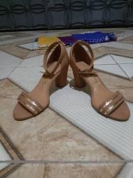 Sapato de salto grosso vizano