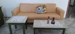 Vendo Sofá e jogo de mesas