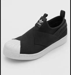 Tenis adidas modelo slip-on