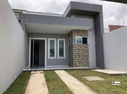 Linda casa com três quartos, acabamento diferenciado e ótima localização