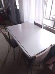 Mesa branca com cadeiras 6