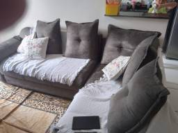Sofá formato L com almofada