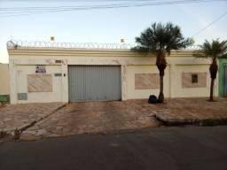 Vendo - Casa 03 quartos com área de lazer - Jofre Parada - Lza