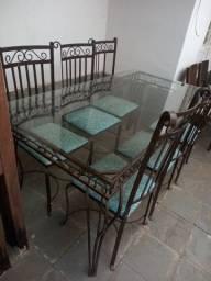 Mesa com 6 cadeiras de ferro
