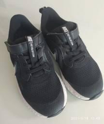 Título do anúncio: Tênis Nike original tamanho 29