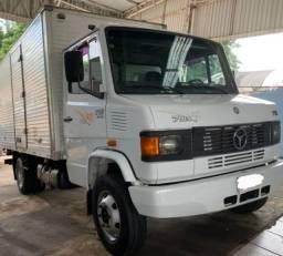 Caminhão à venda