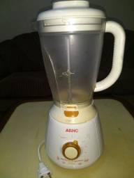 Liquidificador Arno 2 litros, precisa copo novo ou para peças