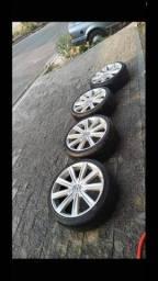Jogo de rodas e com pneus