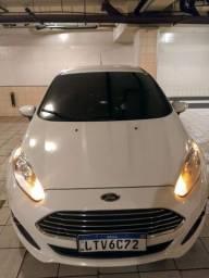 Ford Fiesta sedã Titanium Plus 16 com GNV