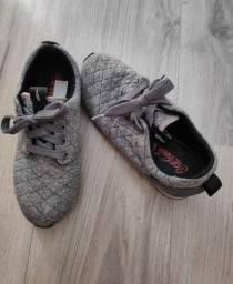 tênis cinza da marca coca cola 35