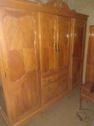 Jogo de quarto em serejeira armario, penteadeira e bides.