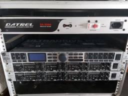Processador de áudio Berhinger e um Dbx260