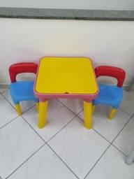 Título do anúncio: Mesa infantil e dias cadeiras