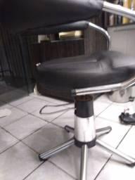 Cadeira, revisteiro e cadeira de manicure