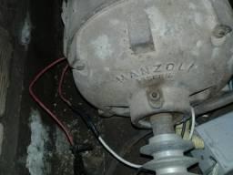 Motor trifásico acopanha chave liga e desliga