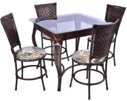 Mesa e cadeira em ferro com fibra