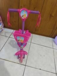 Vendo um patinete infantil com musiquinha