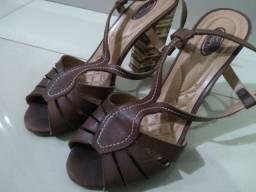 Sandália em couro