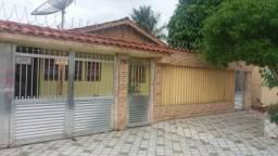 Casa em Itanhaém, litoral paulista. Terreno com duas casas e garagem pra cinco carros