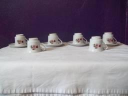 Conjunto de seis xícaras de porcelanas