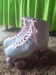 Vendo patins rosa bebê