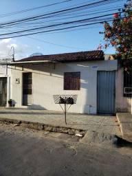 Alugo casas em Vila no jacintinho.