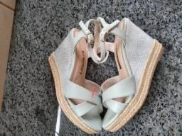 Vendo sandália Via Marte, número 35, nova sem uso.