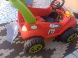 Carrão infantil com pedal