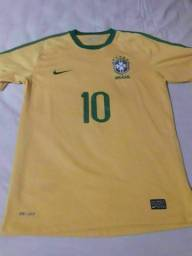 Camisa Brasil oficial tamanho M semil nova