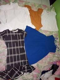 Título do anúncio: Vendo lote de roupas bem conservadas, sao 7 peças. Valor a 50 reais.