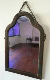 Título do anúncio: Espelho Antigo com Moldura em Madeira