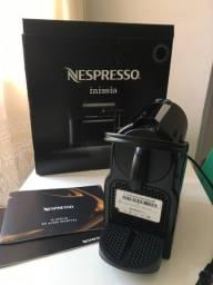 Título do anúncio: Cafeteira Eletrica NESPRESSO Inissia , usa cápsulas de café , com caixa , semi nova ,