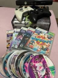 Título do anúncio: Xbox 360 Desbloqueado Slim 4gb com 2 Controles S/ Fio + Kinect
