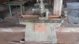 Maquina de afiacao de macinaria