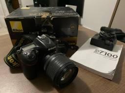 Nikon D7100 + 18-105mm