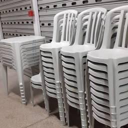 Título do anúncio: Locação de Mesas e Cadeiras