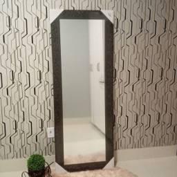 Espelho grande com linda moldura