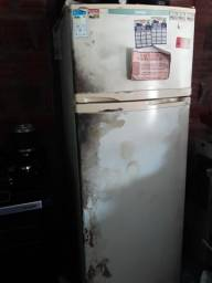 Vende-se essa geladeira
