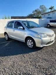 Lindo Toyota Etios 1.3 x - 2013 -