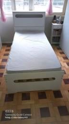 Cama solteiro con bau e cama auxiliar