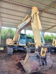 Escavadeira hidráulica E215B